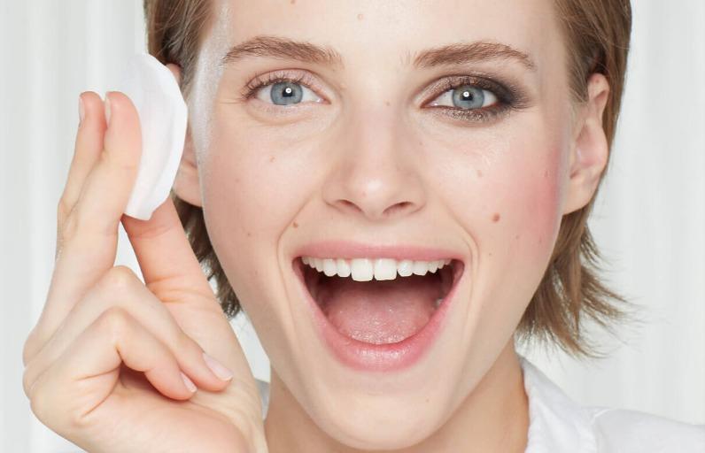 Makyajını İyi Temizlemediğinde Cildinde Neler Olur?