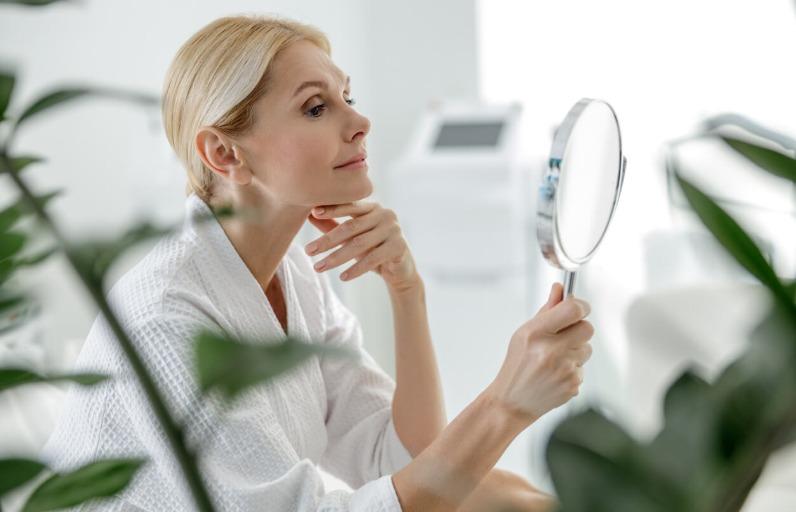 Çevresel yaşlanma nedir: Çevresel etkilere karşı cilde nasıl bakım yapmalı?