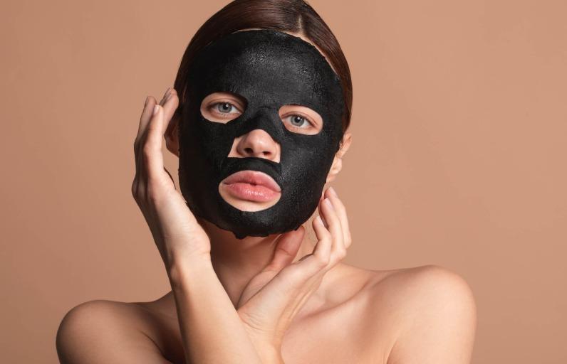 Siyah Maske Nedir, Nasıl Uygulanır ve Faydaları Nelerdir?