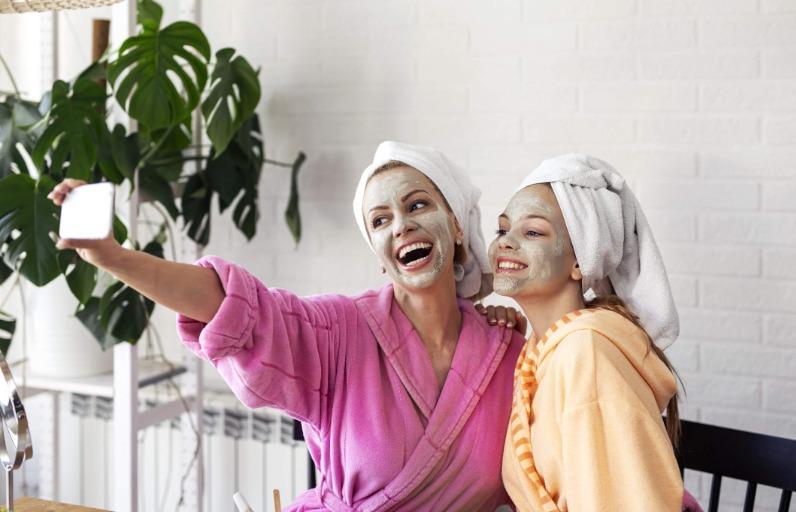 Anne-kız arasında cilt bakım sırları: Evde bakım zamanı!