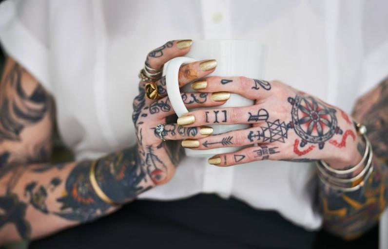Dövme ve Güneş: Dövmelerinin Solmasına Nasıl Engel Olabilirsin?
