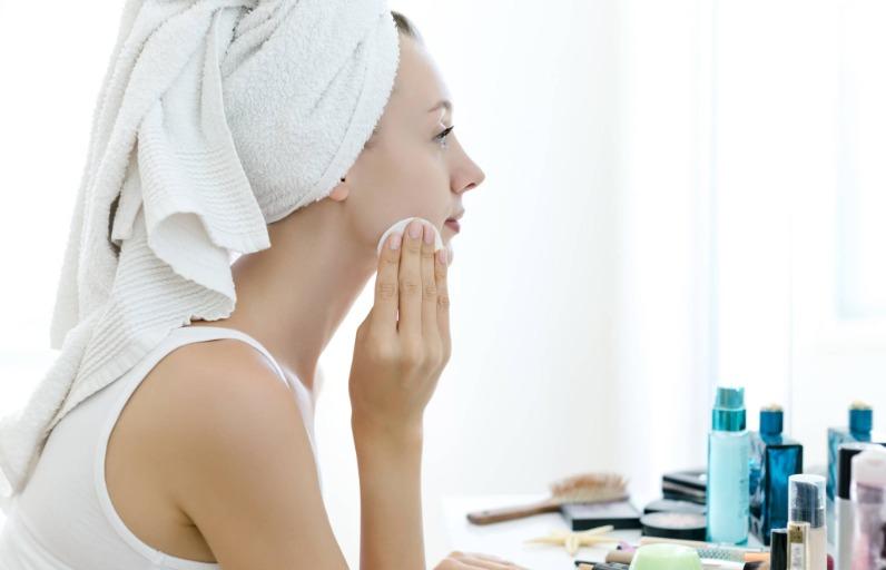 Öneriler: En İyi 6 Makyaj Temizleme Suyu
