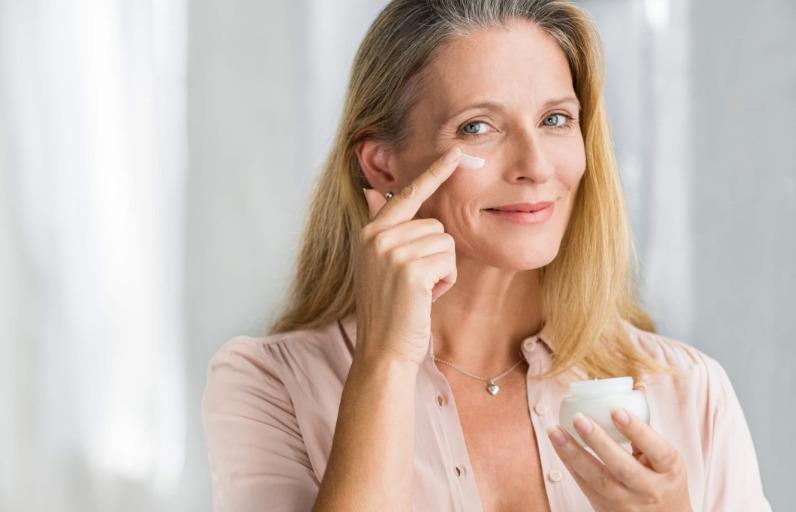 10 adımda menopoz döneminde cilt bakım rutini!