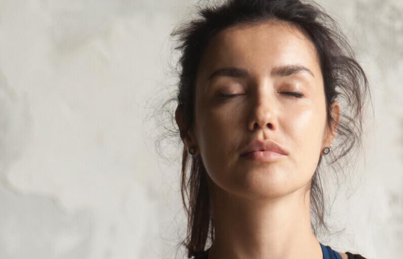 Kırışıklıkları Engellemek İçin En İyi 5 Yüz Egzersizi